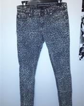 Slim jeans med ..