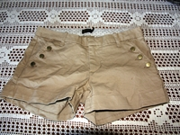 Shorts fra Gina Tricot. Aldri brukt. Str. Medium (38)