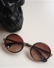 Round sunglasse..