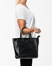 Selger min See by Chloe veske som er litt og pent bruit. Fin skin veske,medium størrelse.Leather bag..