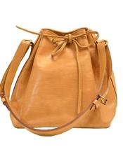På www.parishtexas.no finner du nå en beige Louis Vuitton Petit Noe i epilær til salgs via denne len..