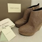 Selger mine Pierre Balmain Canvas Wedge. Skoene har en naturlig lerret og semsket skinn. Glidel&#229;s me..