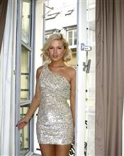 Ubrukt All Saints kjole selges i str 10. Pastellfargede paljetter.Merkelapp er tatt av. Ny pris 4000..