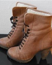 Borwn boots